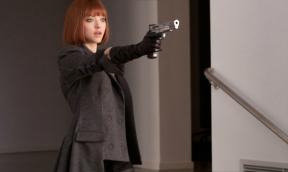 Amanda-Seyfried-star-as-Sylvia-Weis-in-Twentieth-Century-Fox-Film-Corporation-In-Time-19